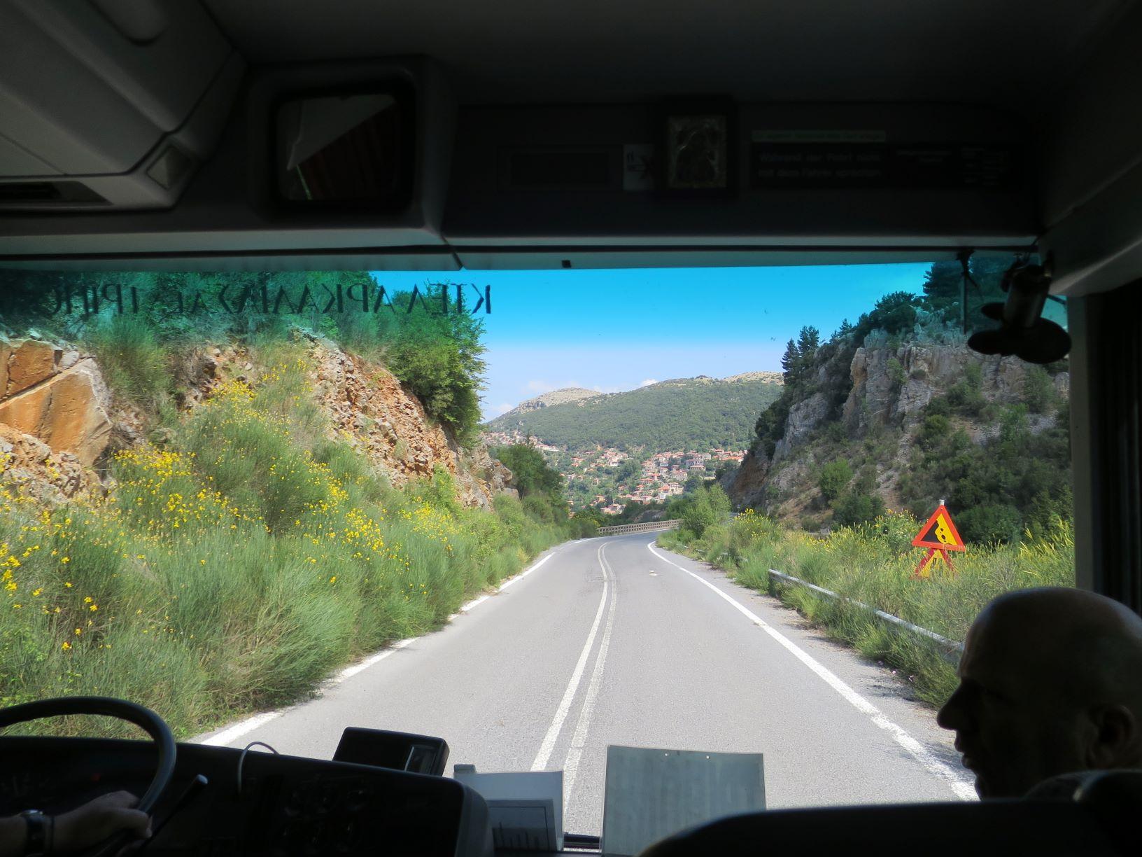 アルカディアを通るオリンピアへのバスの車窓