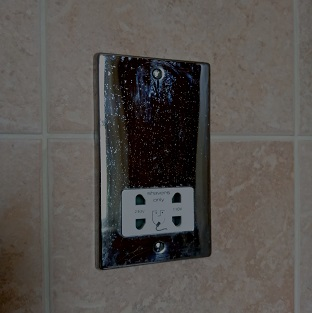 Bathroom shaver socket